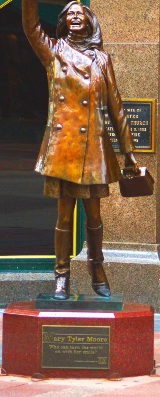Mary Tyler Moore statue on the Nicollet Mall in Minneapolis, © Doug Hovelson 2012